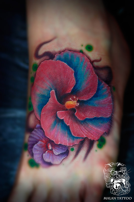 Flower tattoo on the foot. In this case we used some tropical flower as a reference.