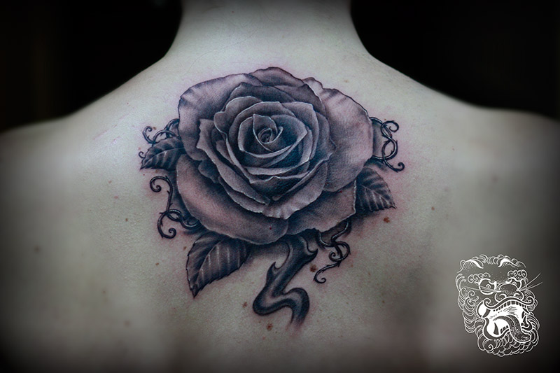 While doing a realistic rose tattoo is pretty strict, all the complementing elements (thorns, leaves, additional petals, vines) give a lot of the creative freedom.