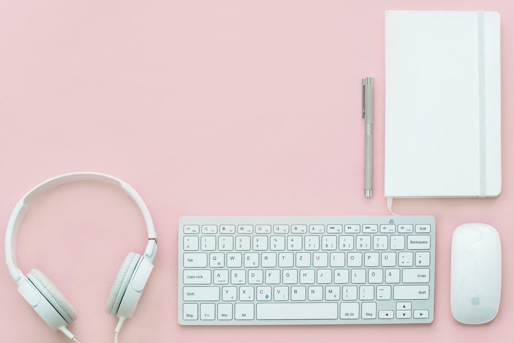 apple-mouse-gadgets-headphone-399159.jpg