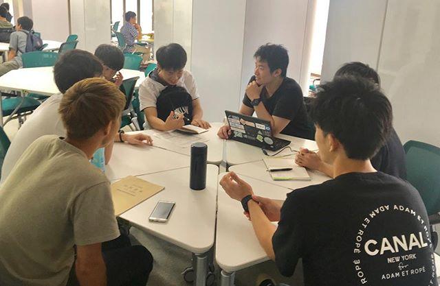 大学の夏休みが明けて初めてのミーティングを行いました😊 夏休み中も各々仕事をしていましたが、顔を合わせるのは久しぶりです。 これから第2回 Nagaoka START-UP!に向けて大忙しですが、メンバー全員がんばります! . \まだまだ『第2回 Nagaoka START-UP!』参加者募集募集中です✨/ ぜひぜひお誘い合わせの上ご参加ください😻 ⇨イベント概要&応募方法はひとつ前の投稿をご覧ください🤲 . #新潟 #長岡 #大学生 #スタートアップ #起業 #ミーティング #イベント #参加者募集中