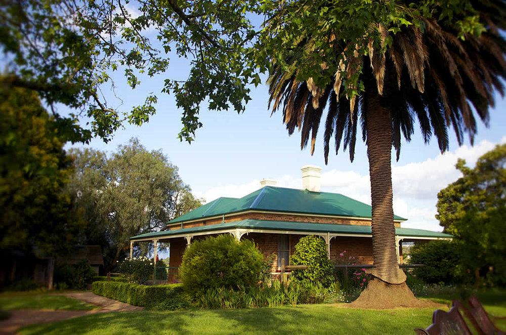 Mont-De-Lancey-Homestead-Dandenong-Ranges-Victoria-Australia.jpg