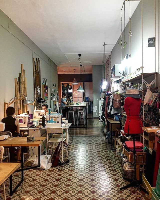 Behind the scenes: finally made it to this Barcelona gem. A sewing space and shop where machines can be rented by the hour, and you can socialise with other tailors!
