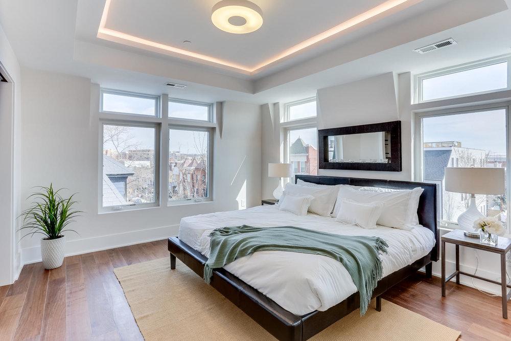 1001 Monroe St NW 5 Washington-large-031-30-Master Bedroom-1500x1000-72dpi.jpg
