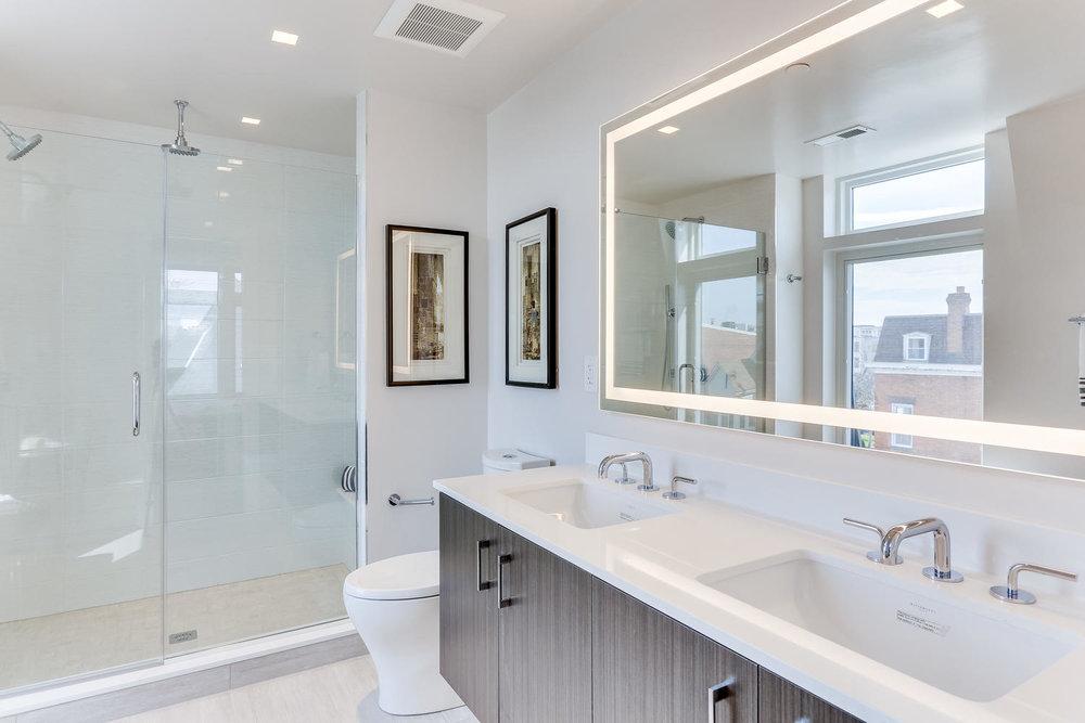 1001 Monroe St NW 5 Washington-large-038-32-Master Bath-1500x1000-72dpi.jpg