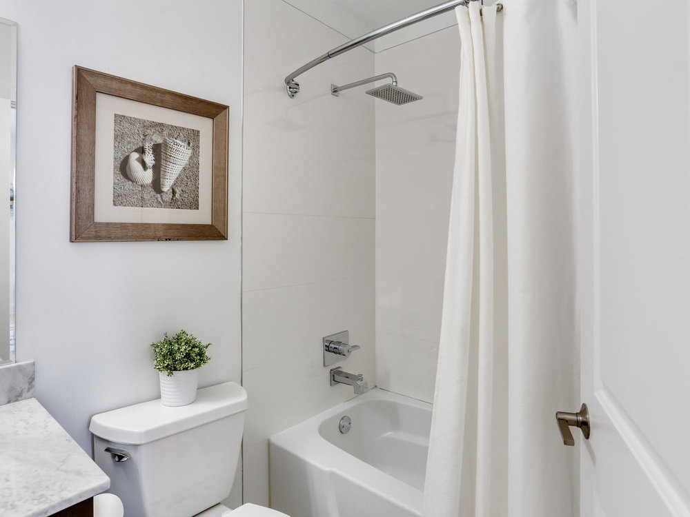 1421 Florida Ave NW 7-MLS_Size-020-29-Bathroom-2048x1536-72dpi.jpg