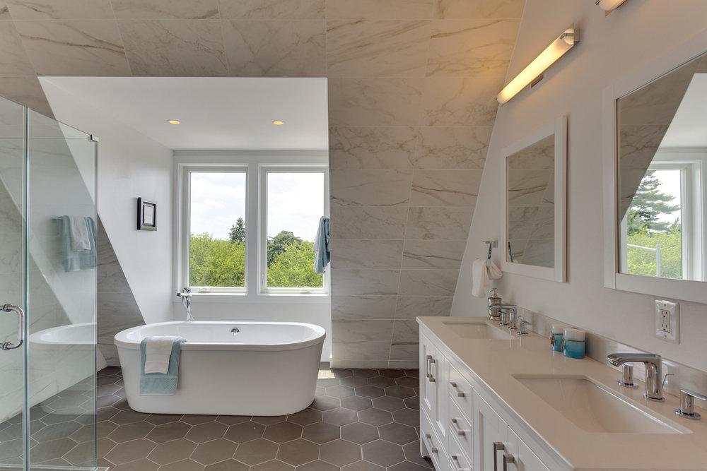 15 Grant Cir NW Unit 3-print-040-3-Bathroom-4200x2801-300dpi.jpg