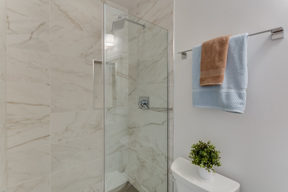15 Grant Cir NW Unit 3-print-068-58-Bathroom-4200x2800-300dpi.jpg