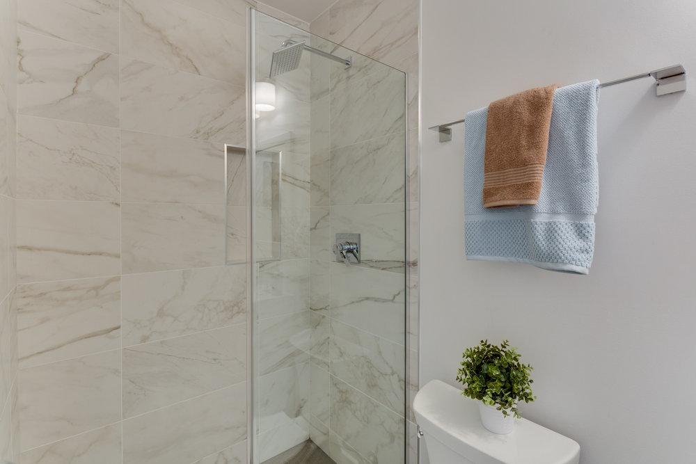 15 Grant Cir NW Unit 3-print-068-58-Bathroom-4200x2800-300dpi.jpg