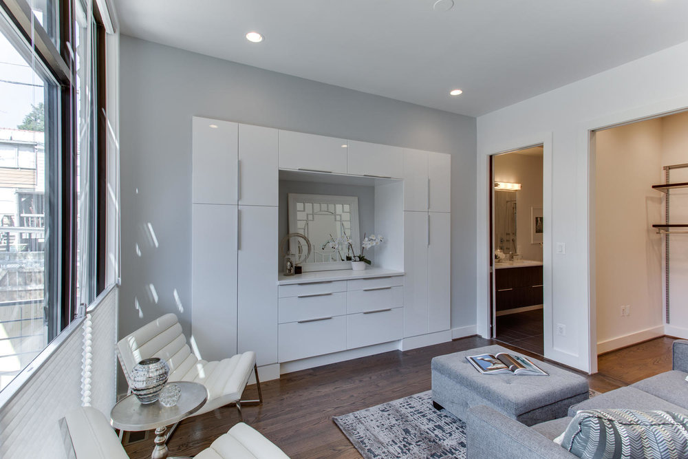 1524 Ogden St NW Unit 2-large-048-54-Sitting Room-1500x1000-72dpi.jpg