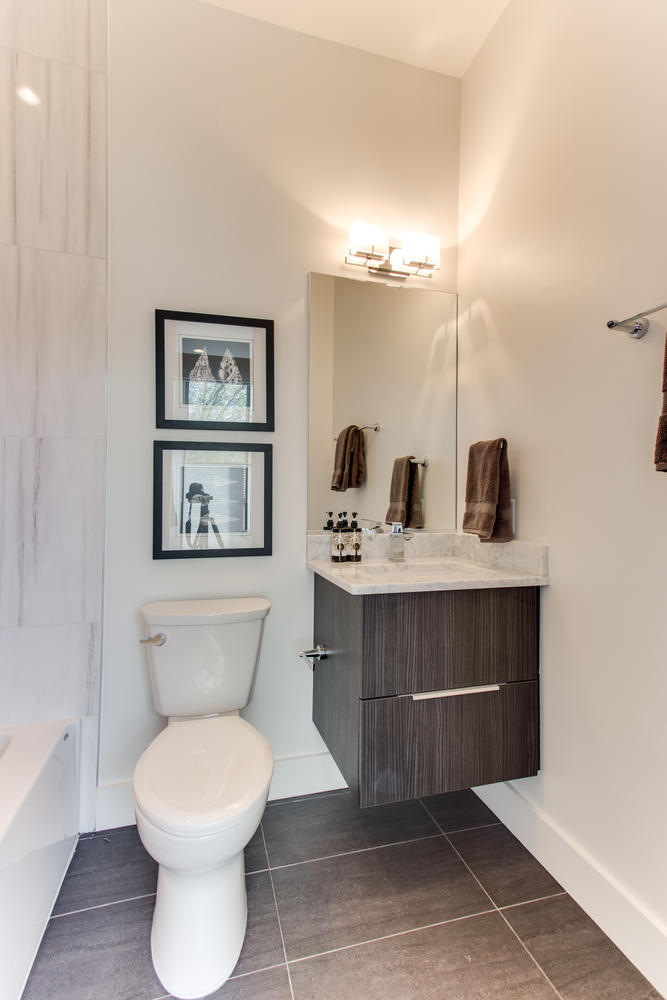 1524 Ogden St NW Unit 2-large-040-31-Bathroom-667x1000-72dpi.jpg
