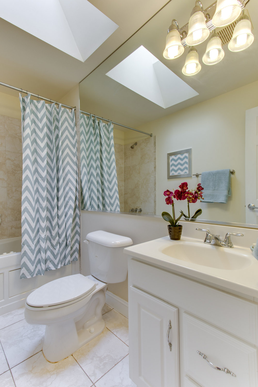 5522 9th St NW Unit 1-print-055-44-Bathroom-2800x4200-300dpi.jpg