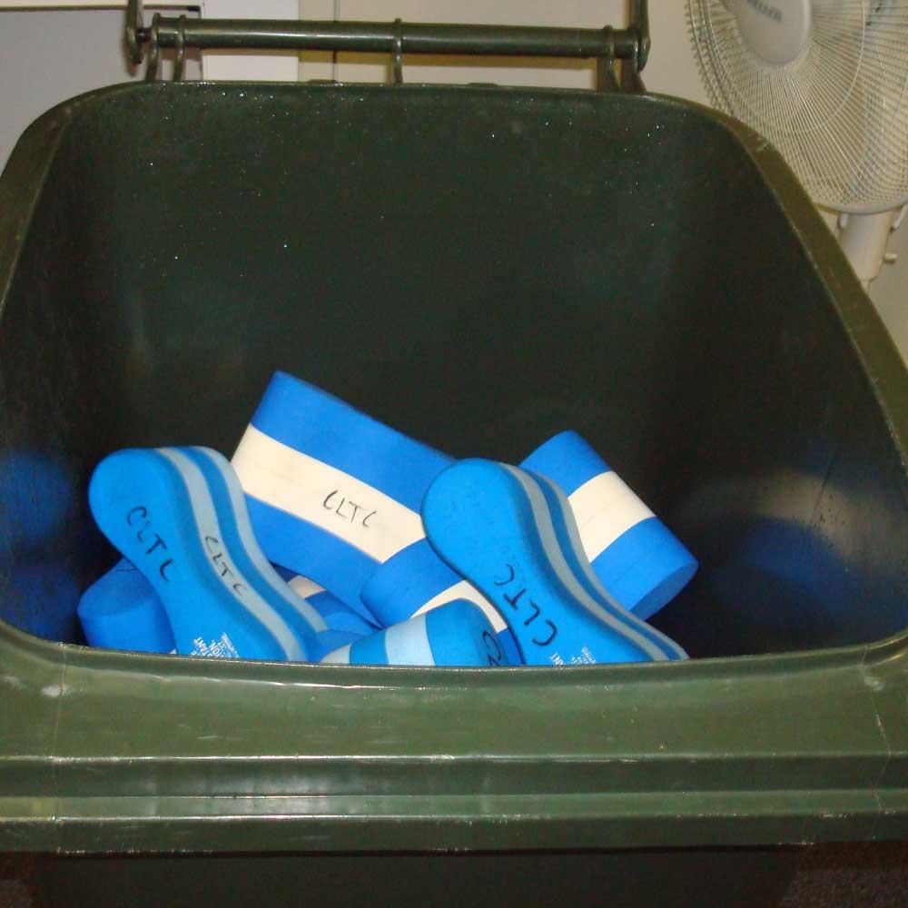 facilities-pool-buoys.jpg
