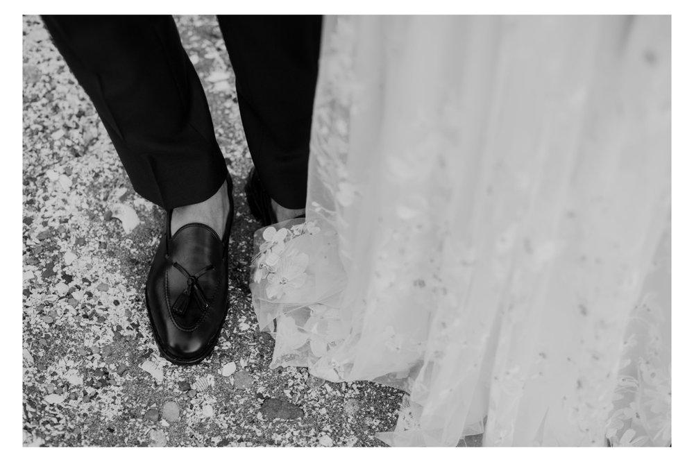 Kiana Lodge Wedding in Poulsbo Washington, Washington Wedding, Washington Wedding Photographer, Destination Wedding in Washington, PNW Destination Wedding, Destination Wedding Photographer, Washington Wedding Photos, Naeem Kahn Wedding Dress, Kate Spade Wedding Shoes, Jenny Yoo Bridesmaids Dresses, Wedding Photography, Wedding ideas, Wedding Inspiration, Wedding Photos, Bride and Groom, Bride and groom posing, Couples Posing, Bride and groom portraits, Must have wedding photos