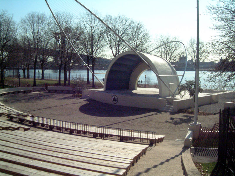 East River Amphitheater (between Jackson and Grand Streets)