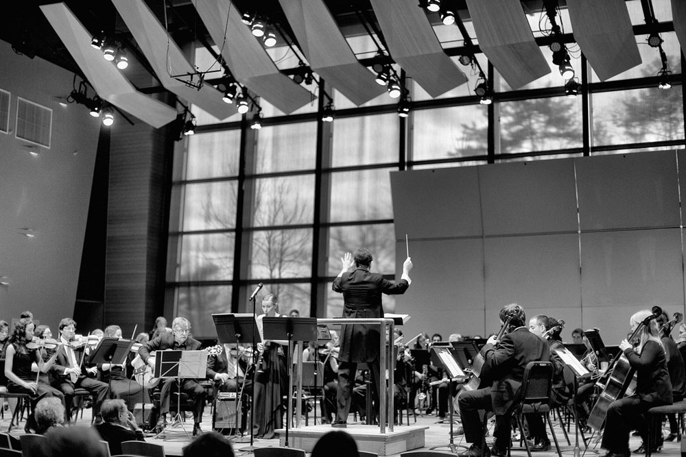 Skidmore College Orchestra, James Emery, guitar, Hannah Emery, clarinet, Anthony Holland, Conductor photo by Patricia Kantzos