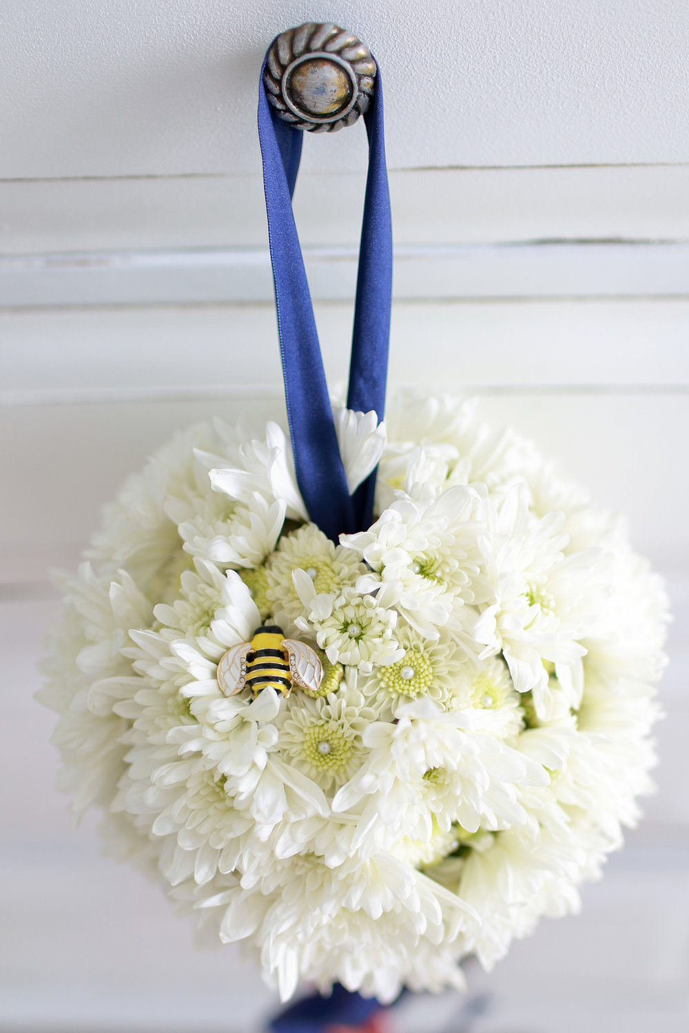 Kissing Ball Bee.jpg