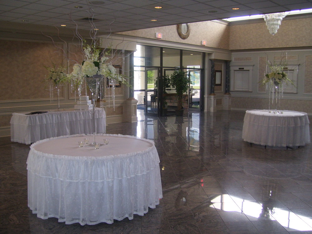 - Club Italia's services can accommodate any celebration or gathering. We have space to accommodate 50 to 600 people any reason;  Weddings, Banquets, Birthday, Retirement Parties, Showers,  Corporate Events, Concerts, Team Building Sessions, Baptisms, Family Gatherings, Milestone Celebrations, Fundraisers… you name it, and we can host it.  We offer custom deluxe catering packages, premium bar packages, décor and set up , are just a few options that allow you to design the perfect event.  At Club Italia, we take pride in the quality of our food and service, and we'll do what it takes to make sure your special event is a success.We're ready to discuss our various options with you and determine which amenities and features are right for your occasion.