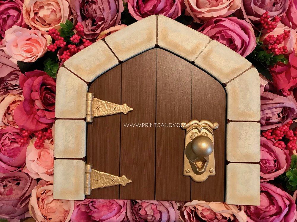 ALICE IN WONDERLAND DOOR.jpg