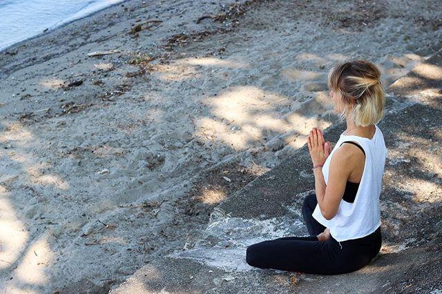WANDERLUST 108.  I am giving away 2x2 tickets for the wonderful mindfulness triathlon.  Am 10. Juni heißt es in München wieder Laufen, Meditation, Yoga und Achtsamkeit - gemeinsam schaffen wir eine Einheit aus Körper, Geist und Seele. Die genauen Infos findet ihr auf dem Blog (link in bio)☝🏻. Zum gewinnen einfach hier unter dem Instagram Post kommentieren was für euch Mindfulness bedeutet, mit wem ihr gerne hingehen würdet und mir und @wanderlustdach folgen.  Die Tickets sind für jedes Wanderlust Festival verwendbar, nicht nur in München. Eure Chancen erhöhen sich wenn ihr bei @living4taste vorbeischaut dort werden auch nochmal 2x2 Tickets verlost! Bekanntgabe der Gewinner ist am 23. Mai. #wanderlust108 #wanderlusttribe #wanderlustyoga #yogafestival #yogaevent  #festival #yogaaday #munichyoga