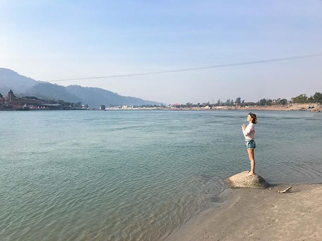 HOLY GANGA  Washing away all the things, fears and sins. Cleaning and purifying for every future moment🙏🏻 I am so grateful that I came here. This place is has such an incredible energy! You can't see, you can't be told, you have to feel it☺️✌🏻🇮🇳 #rishikesh #ramjula #riverganges #incredibleindia
