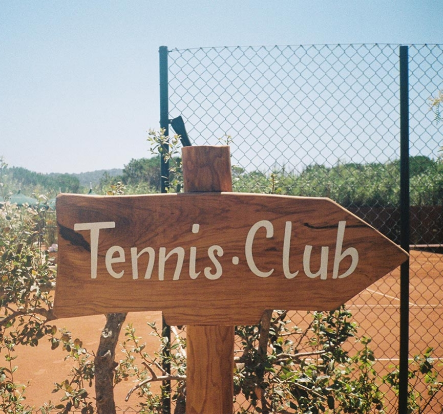 Hotel Epi 1959 Tennis Club Sign