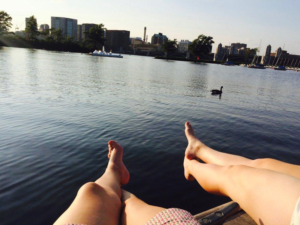 Charles river esplanade - Nous avons pu profiter d'un magnifique coucher de soleil en remontant par le quartier de Back Bay, cette fois-ci en longeant la Charles River Esplanade et en s'arrêtant pour admirer les bateaux à voiles.