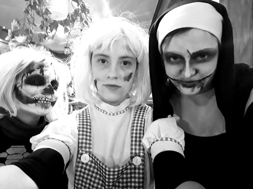 3 camarades de l'automne 2018 en mode  Halloween