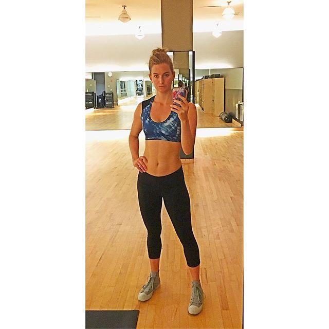Self Discipline = Self Love 💛💪🏻💥#equinox #yourbodyisatemple #strong #woman #selfcare #iamwomanhearmeroar #auditionready #tuningmyinstrument * * * #equinoxmademedoit #nyc #gymrat #actorslife #actor #actress #fit #abs #muscles #fitwomen #exercise #gym #jessdigiovanni #jessicadigiovanni #athletic #lifewithjess #athlete #workout #selfie #hardbody #workhardplayhard #hardwork