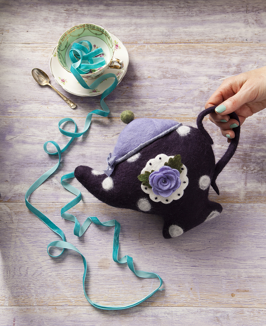 WONDERLAND TEA POT _SMALL.jpg