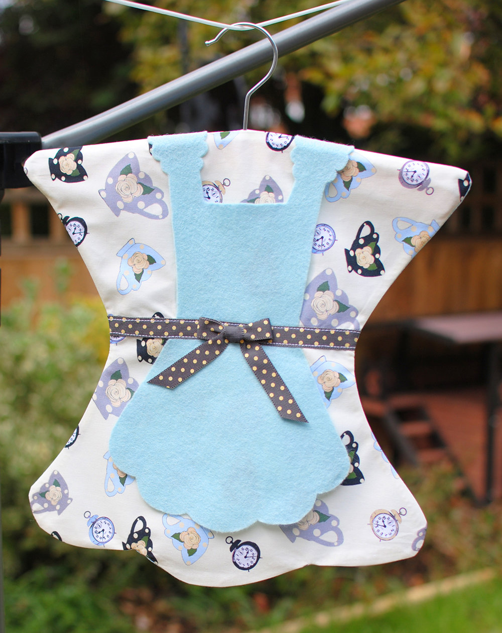 ALICE PEG BAG TEA CUPS 2_SMALL.jpg