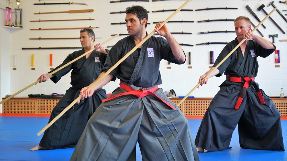 Mehr als Waffenkampfkunst - Fördere Deine Konzentration und lerne Flexibilität und richtiges Timing!Traditionelle japanische Waffen: Langstock, Sai, Tonfa, Kama, Nunchaku