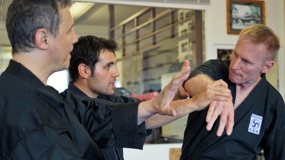 Mehr als Selbstverteidigung - Kontrolliere Deinen Gegner mit Gelenkhebeltechniken, fühle Dich sicher!Traditionelles Yawara, Vorläufer des Jujutsu und des Aikido