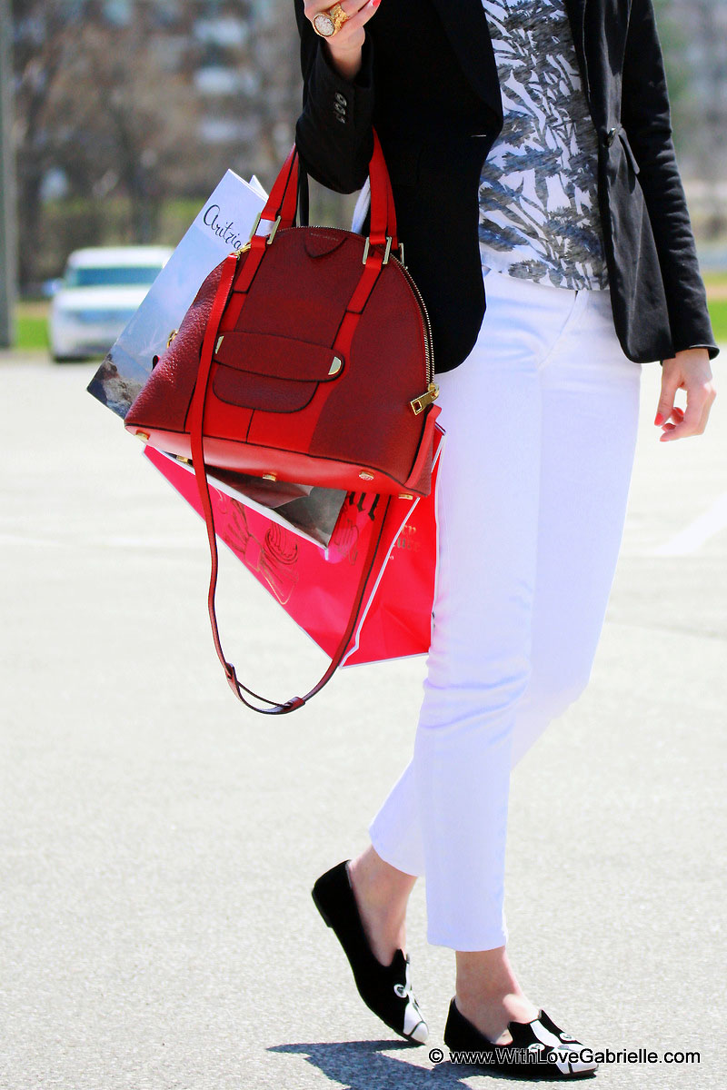 I AM WEARING:   Marc by Marc Jacobs 10th anniversary tee // 7 for All Mankind Roxanne Jeans // Marc by Marc Jacobs Friends of Mine Loafers // Juicy Couture Tailored Blazer // YSL Arty Ring // Marc Jacobs Sutton Purse