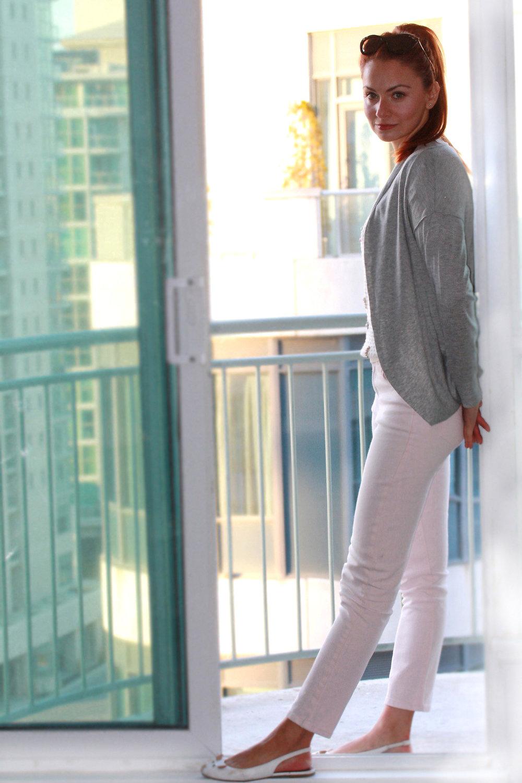 I AM WEARING:    Reitmans Petite Ankle Jeans    //    Reitmans    Textured Crop Sweater //    Reitmans    Petite Cari //    Marc by Marc Jacobs    Mourse Flats //   Miu Miu    03PS Sunglasses