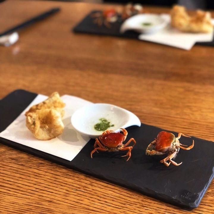 Super-Hiro's-Omakase-Walking-Crabs.jpg
