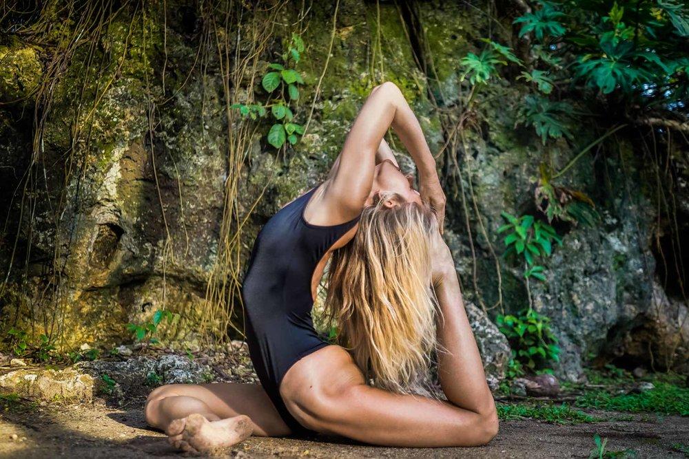 Yoga Classe Meghan Tolhurst.jpg