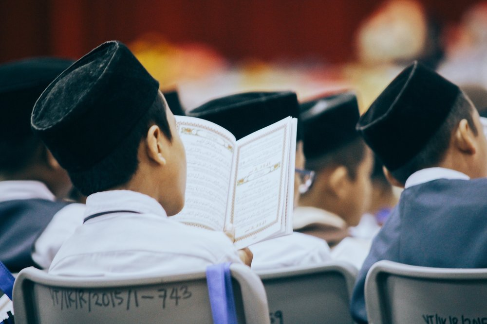 adolescent-book-boys-683833.jpg