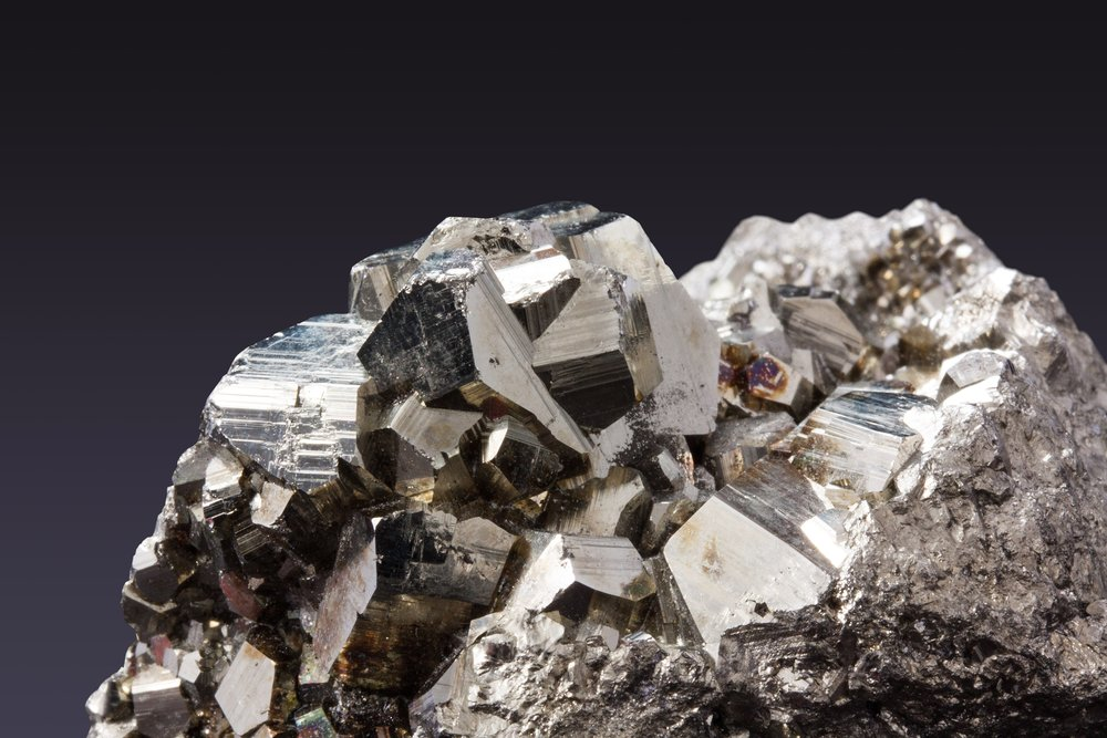 close-up-idiomorphe-crystals-iron-56030.jpg