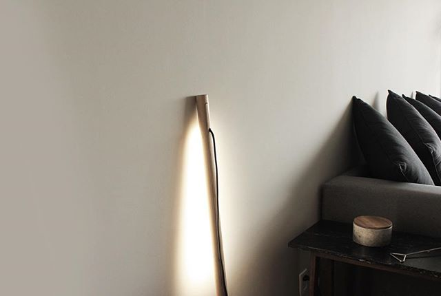 Nani light is thought to give a warm atmosphere to your space, you could have it next to your sofa or lounge chair, thanks to light that spread towards the wall and not directly. Nani will be exhibited at Museo Tamayo from 10-21 of October during @designweekmex, please come and say hi!  _  Available with Solid oak & black finish  For prices please send an email to info@jose-bermudez.com _  #nani #studio #minimalism #minimal #lamp #wood #cable #design #lamp #light #wood #oak #bermudez #furnituredesign #inspiration #palette #interior #interiordesign #interiors #color #warm #walls #madera #encino #materials #purity #furnituredesign #furniture #joinery