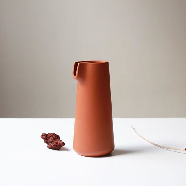 Nomu designed in Sweden, is a carafe inspired by Scandinavian form and the simplicity of Japanese pottery. Available now in Terracotta finish.  _  For prices & more info please send us an email at info@jose-bermudez.com / photography by @joebermudez_  _  #design #ceramic #pottery #industrialdesign #minimalism #minimal #photography #inspiration #details #japanese #pottery #canvas #black #onix #ceramics #carafe #water #interiordesign #interiors #scandinaviandesign #palette #nomu