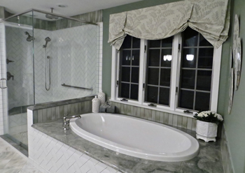 Green-and-White-Bath-Tub-Small.jpg