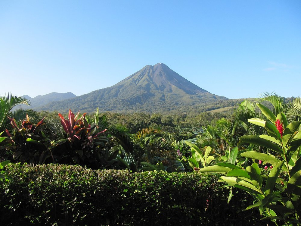 Arenal Volcano. By Leonora (Ellie) Enking [CC BY-SA 2.0  (https://creativecommons.org/licenses/by-sa/2.0)], via Wikimedia Commons