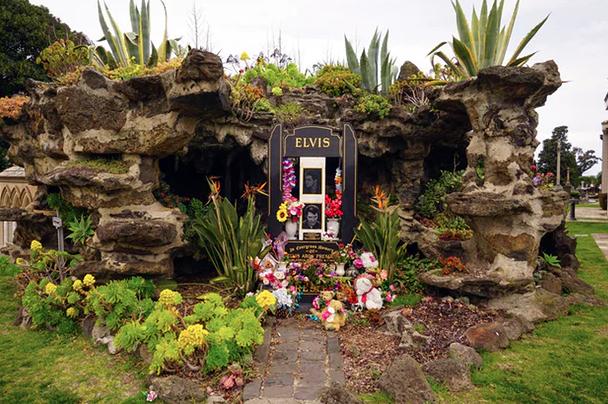 The enduring mystery of Australia's Elvis Presley memorial -