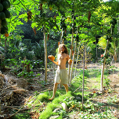 Eden-Hope-Vanuatu-Picking-Paw-Paws.jpg