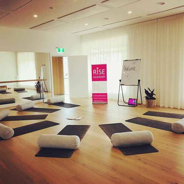 💓All set up for our RISE School Holiday Program at the beautiful Solfit Studio.  #yoga #mindset #arttherapy #schoolholidays #portlincoln #yogastudio #wellbeing