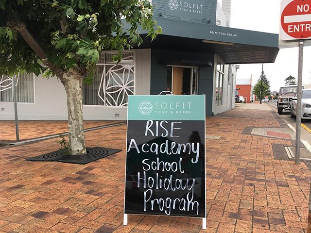 🌤 Up bright and early setting up for Day 2 of our RISE School Holiday Program in Port Lincoln. 💗 The teens are in for a treat! We've got a whole bunch of Mind/Body goodness in store @solfityoga