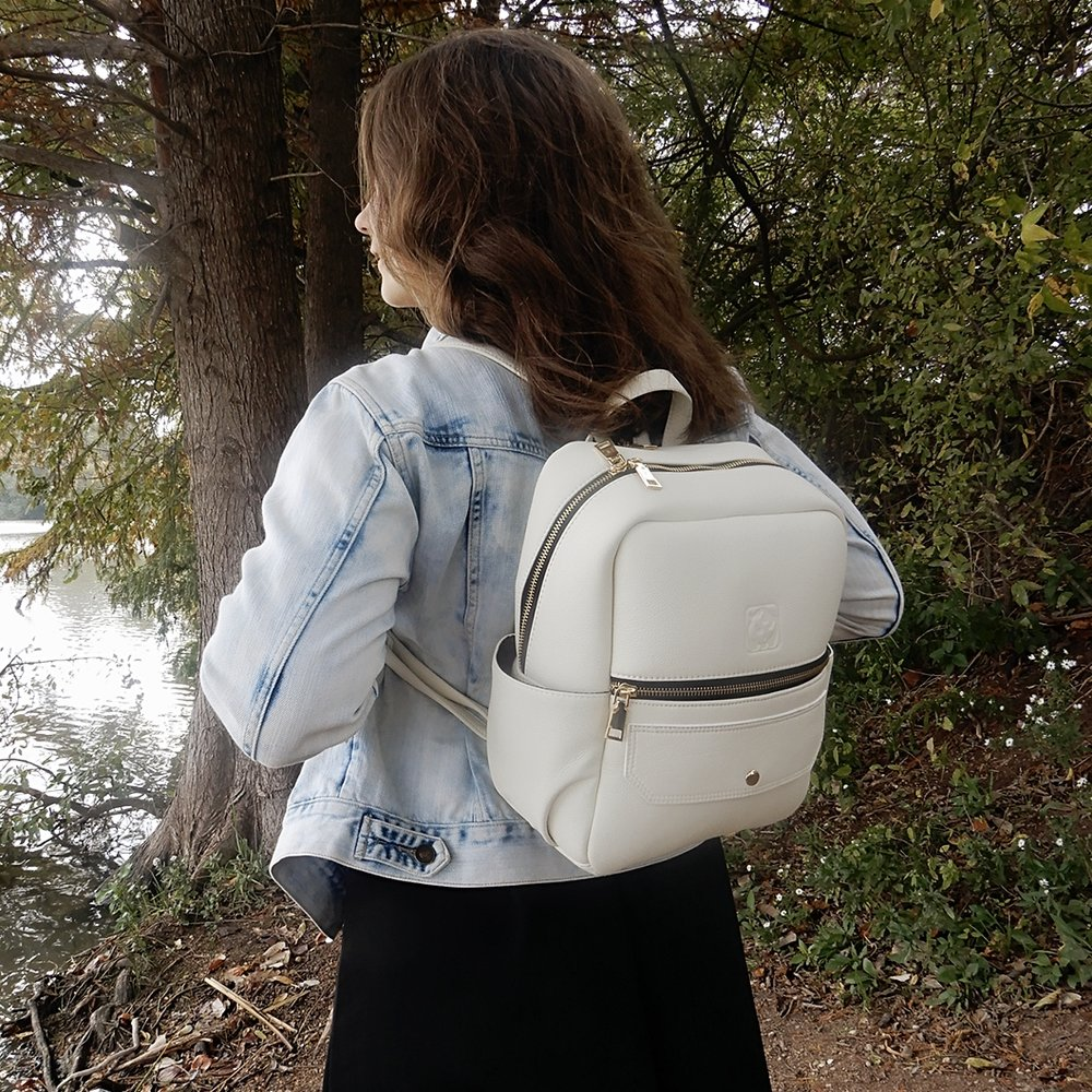 No matter how many bags you have, you always want more and so does your animal lover friend. A vegan leather bag will not only make your friend happy, but also make her show off her love for animals. White Rhino Bags has a variety of accessories and vegan leather handbags from backpacks to shoulder bags. All their bags are designed in the US.