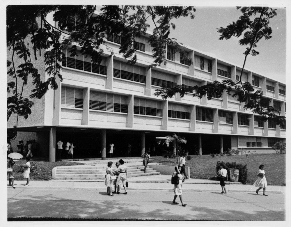 Colegio_de_PedagogÃa_en_el_edificio_Juan_JosÃ_Osuna_de_la_Universidad_de_Puerto_Rico_Recinto_de_RÃo_Piedras.jpg