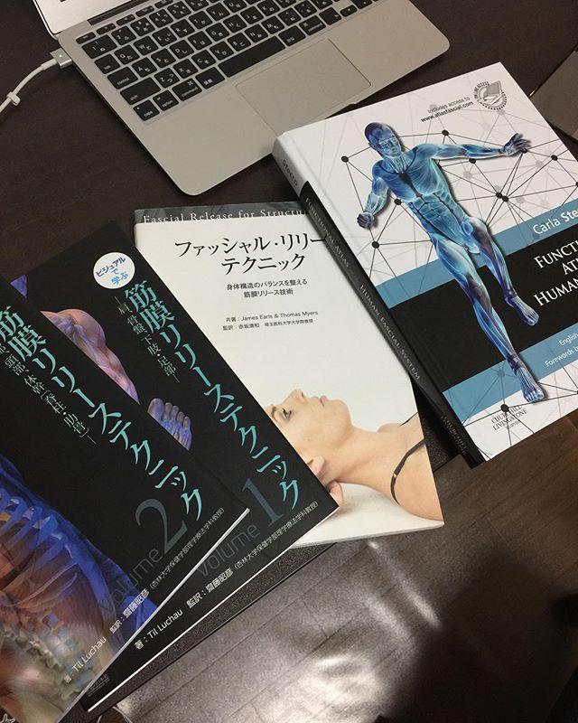 筋膜リリースの本を読み漁ってます! 前よりも筋膜の情報が得やすくなってるから少し嬉しい。さぁ勉強、勉強!  キャンペーン中 初回限定3回券販売中(1万2千円お得!) 詳しくは ↓↓↓↓ https://one-to-one-japan.com