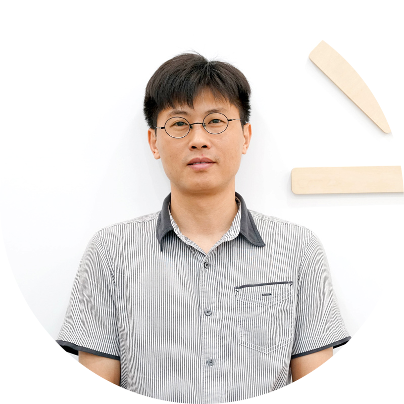 Gaoyin Wang   Hardware Product Director   Father to a son, he is a detail-oriented, seasoned engineer and  tech geek who has developed dozens of electronic products. He worked at Polycom as a senior structural engineer and played a managing role in the R&D department of Samsung.